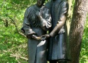 "Корсунь, парк, скульптура ""Ян и Наталка"""