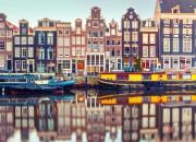 shu-Europe-Holland-Amsterdam-canalSingel-534783616-kavalenkava-1440x823-HERO